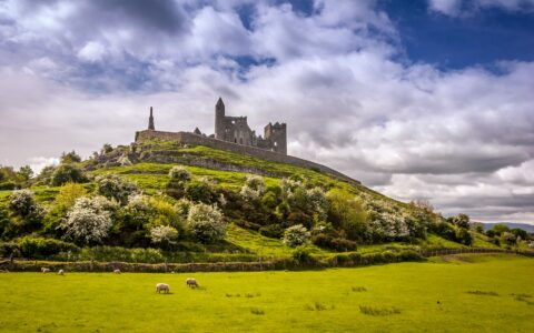 The Rock of Cashel - © peteleclerc