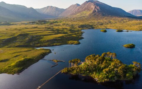 Derryclare lough and Pines Island - © MNStudio