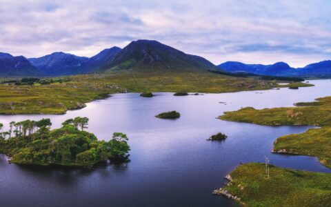 The Derryclare lough in Connemara - © Nick Fox
