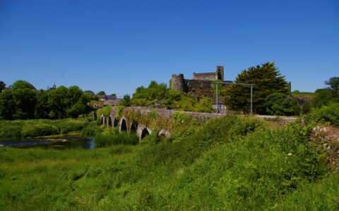 Glanworth Bridge and its castle - IrishFireside - cc