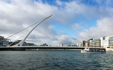 Ferry N°11 in the middle of crossing the Liffey - Shane O'Neill, SON Photographic