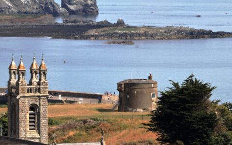Howth's Martello Tower - Sean O'Neill - cc