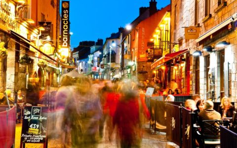 Quay Street, Galway – Barnacles Budget Accommodation – cc